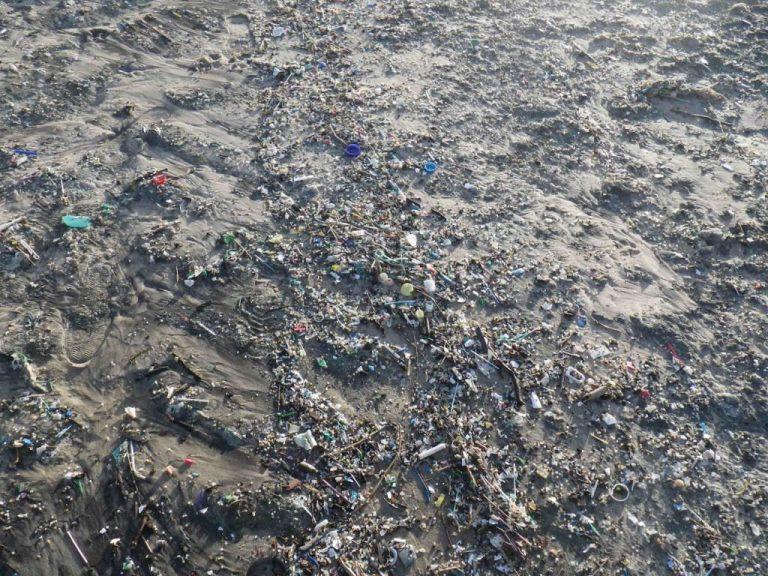 Lixo na praia