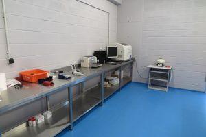 Laboratório de Saúde de Animais Marinhos. Equipamentos de análise de sangue