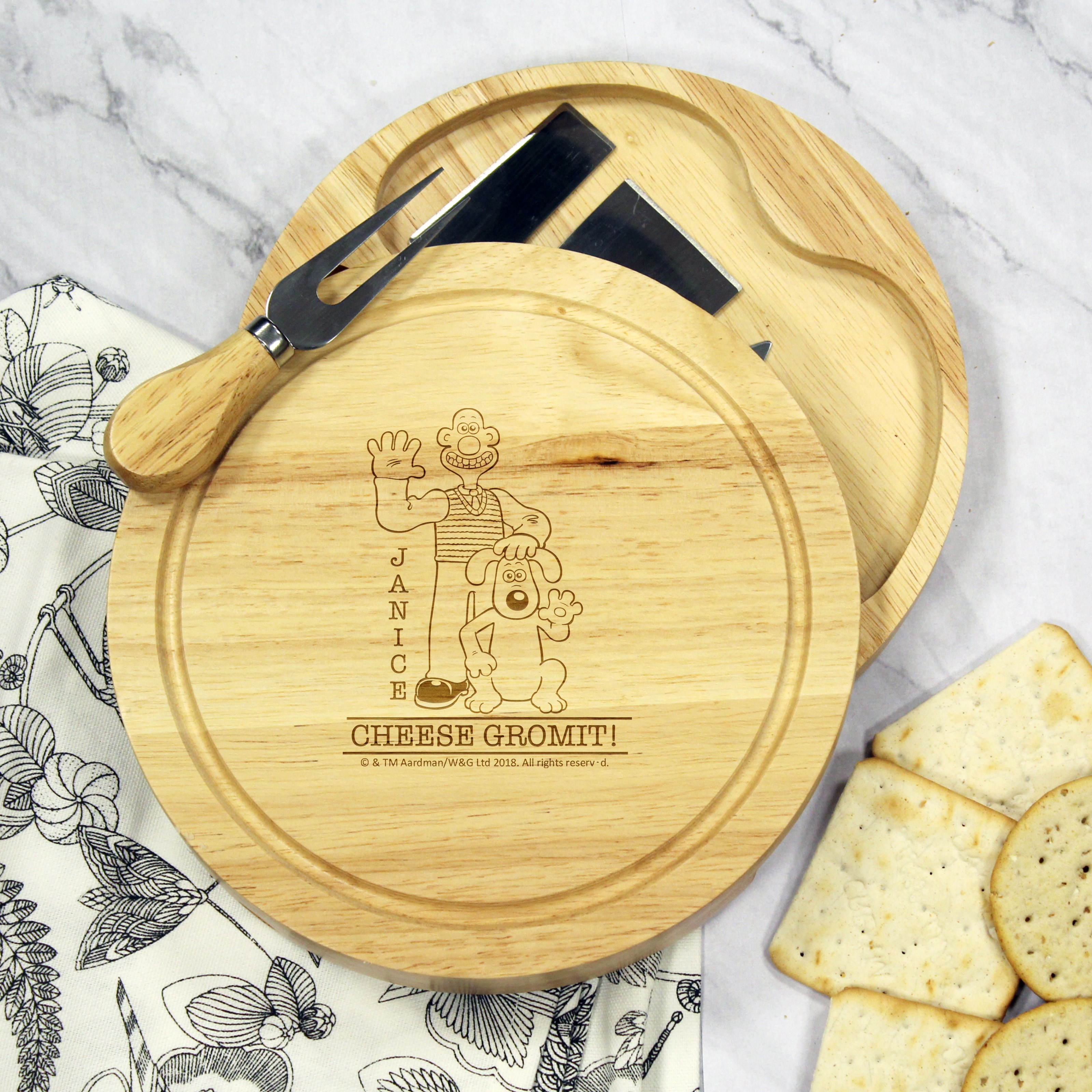W & G 'Cheese Gromit' Round Cheese Board and Knives