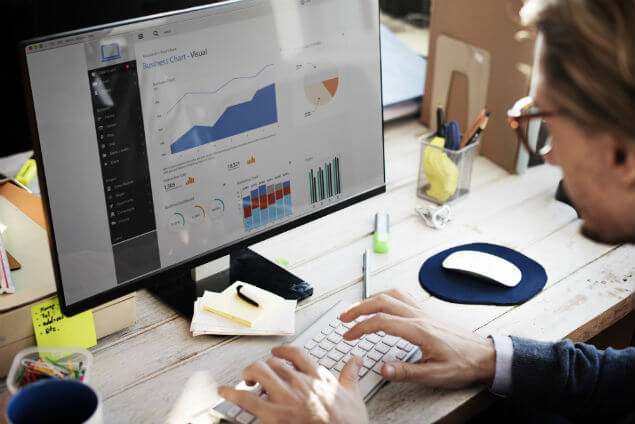 Business analytics with Benchmark Industries