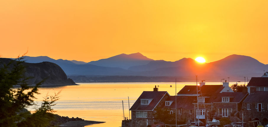 Abersoch Harbour To Snowdon At Sunrise Pic Totally Abersoch 2000