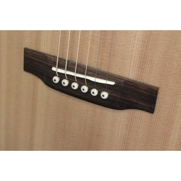 Moon 000-1 Acoustic Guitar