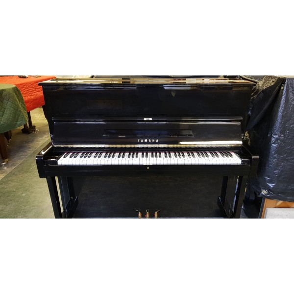Yamaha U1 Upright Piano in Black Polyester (pre-owned)