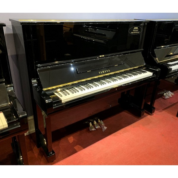 Yamaha U3 Upright Piano in Black Polyester (Reconditioned)