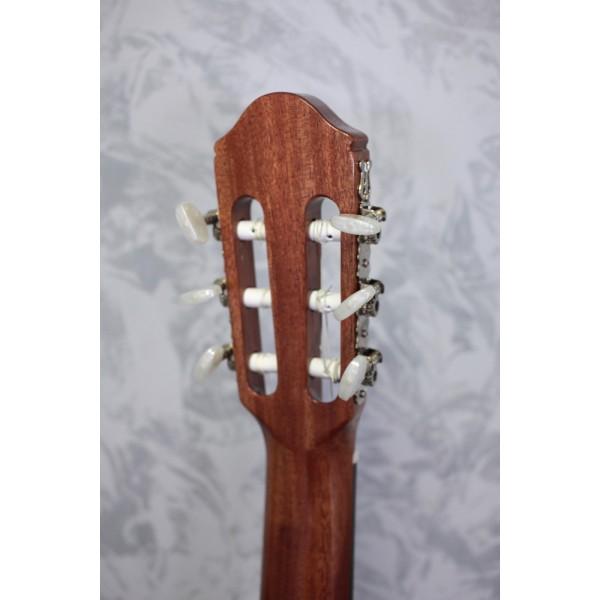 Raimundo 118C Cedar Top Classical Guitar