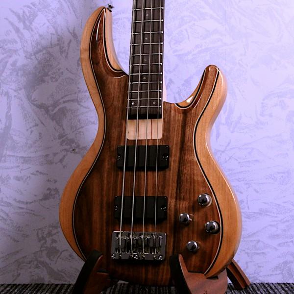 Aria IGB-50 Walnut Active Bass