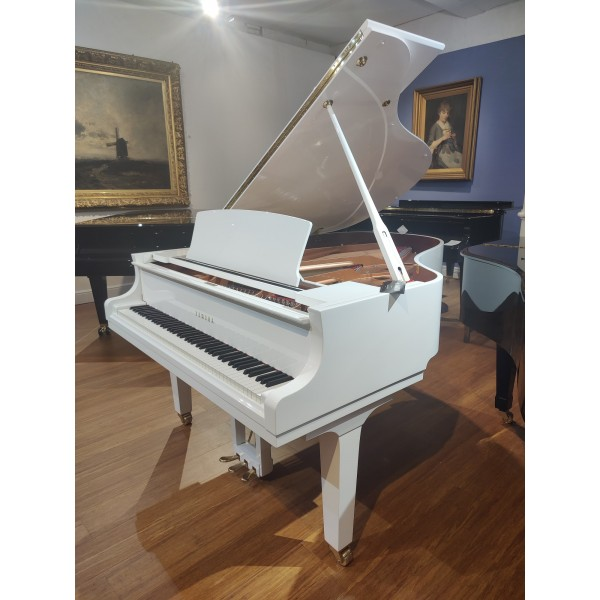 Yamaha C3X Grand Piano in White Polyester