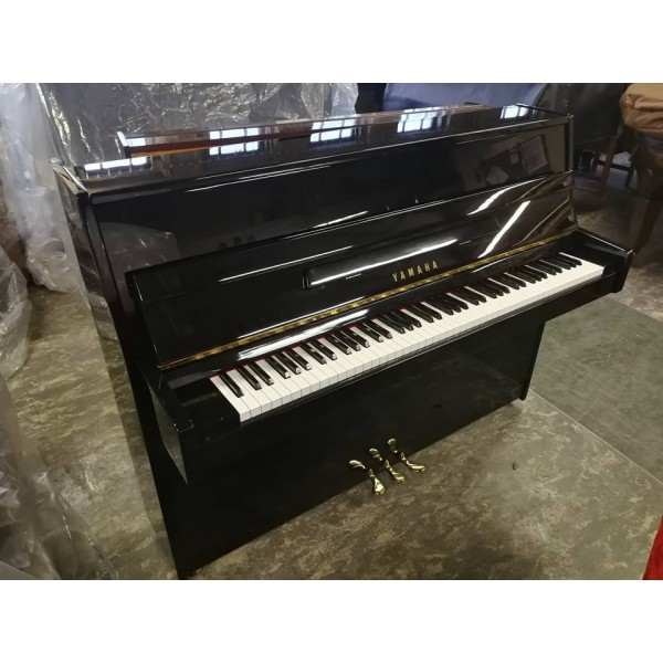 Yamaha C110 in black polyester (pre-owned)