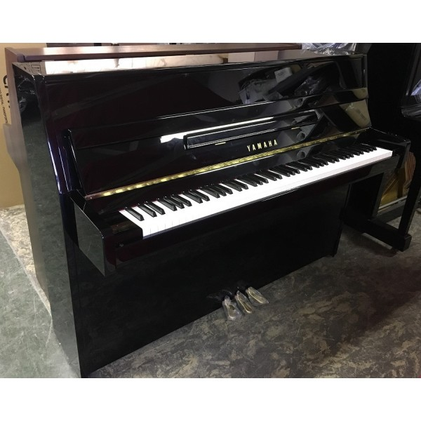 Pre-owned Yamaha B1 in Black Polyester