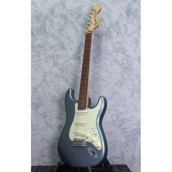 Fender Deluxe Roadhouse Strat Mystic Ice Blue