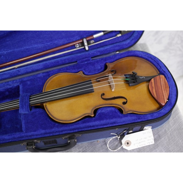 Second hand Stentor Student 1 1/4 size violin outfit (219px)