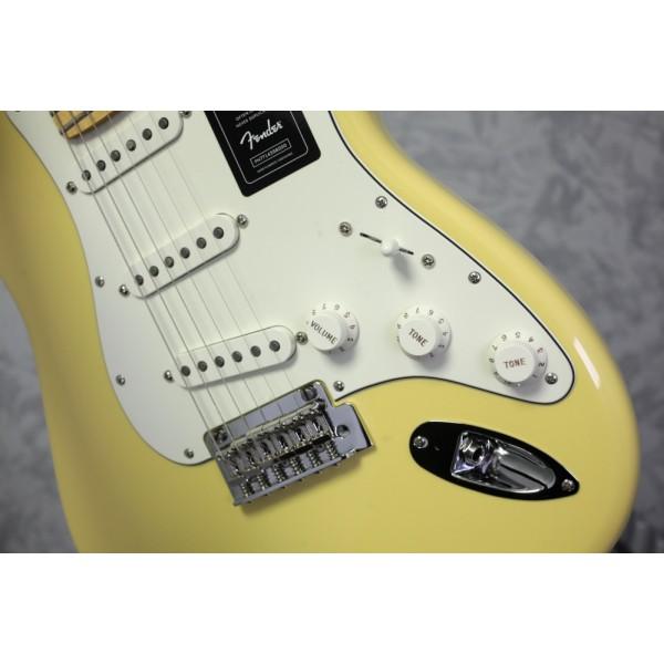 Fender Player Stratocaster Buttercream w/ Maple Neck