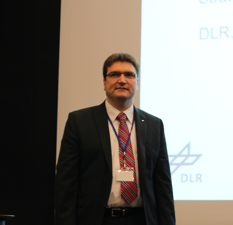 Uwe Knodt from DLR – the German Aerospace Center, giving keynote speech