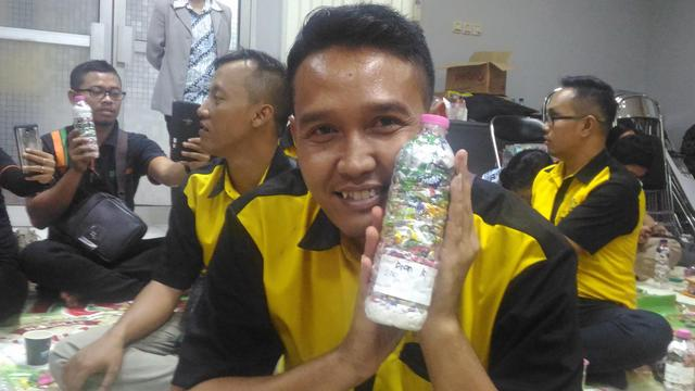 dian kurniawan just packed 200g of plastic out of the  Semarang, Indonesia biosphere!