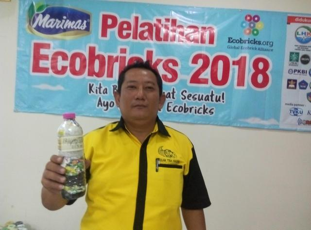 Irwanto pekto  just packed 226g of plastic out of the  Semarang, Indonesia biosphere!