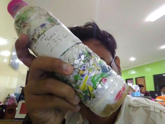 reinardus galih just packed 235g of plastic out of the  Semarang, Indonesia biosphere!