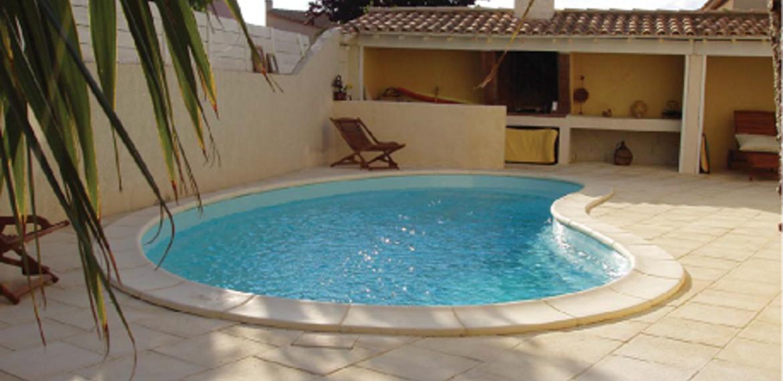Piscine coque polyester installer sa piscine enterr e - Piscine enterree coque ...