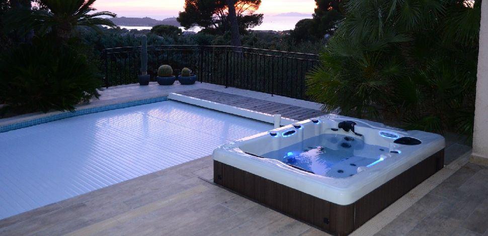 equiper sa piscine pose d 39 quipements et accessoires selon vos envies. Black Bedroom Furniture Sets. Home Design Ideas