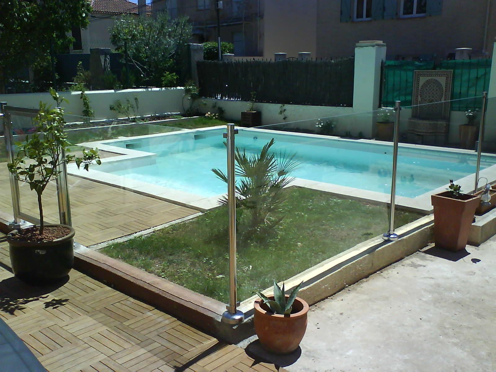 une barri re de s curit piscine pour prot ger vos enfants. Black Bedroom Furniture Sets. Home Design Ideas