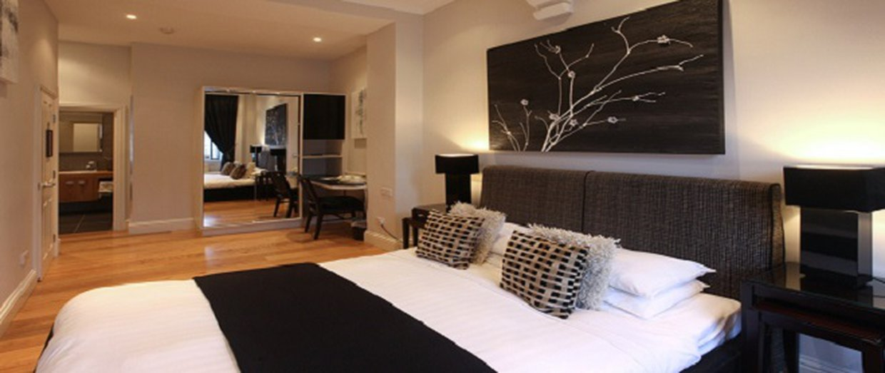 The New Linden Hotel Deluxe bedroom
