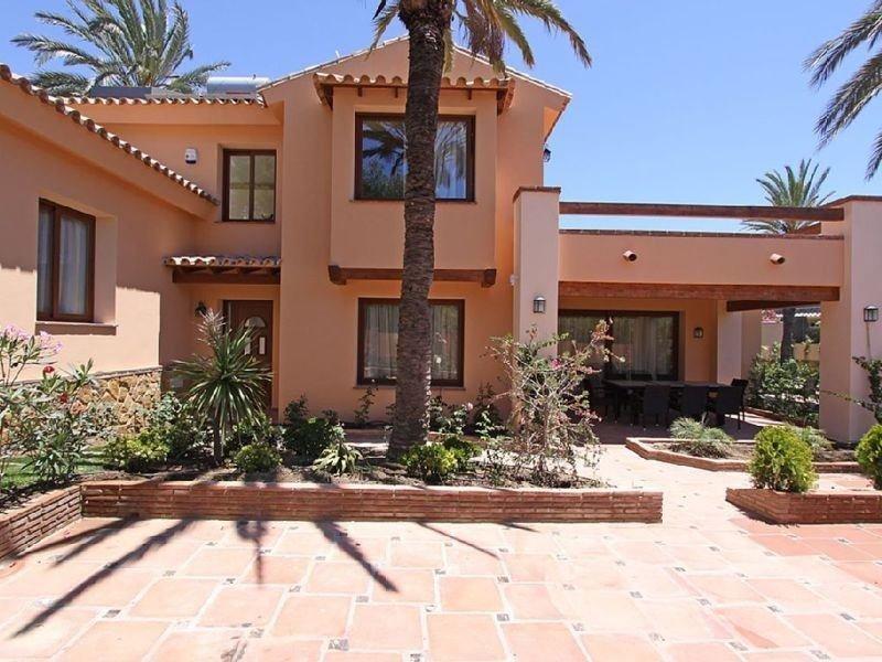 Villa a la venta en Marbesa