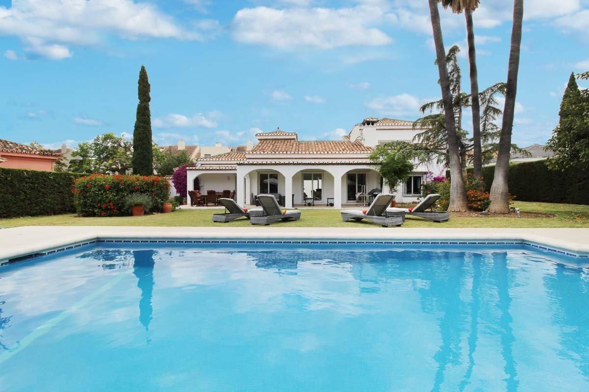Villa a la venta en Nueva Andalucia