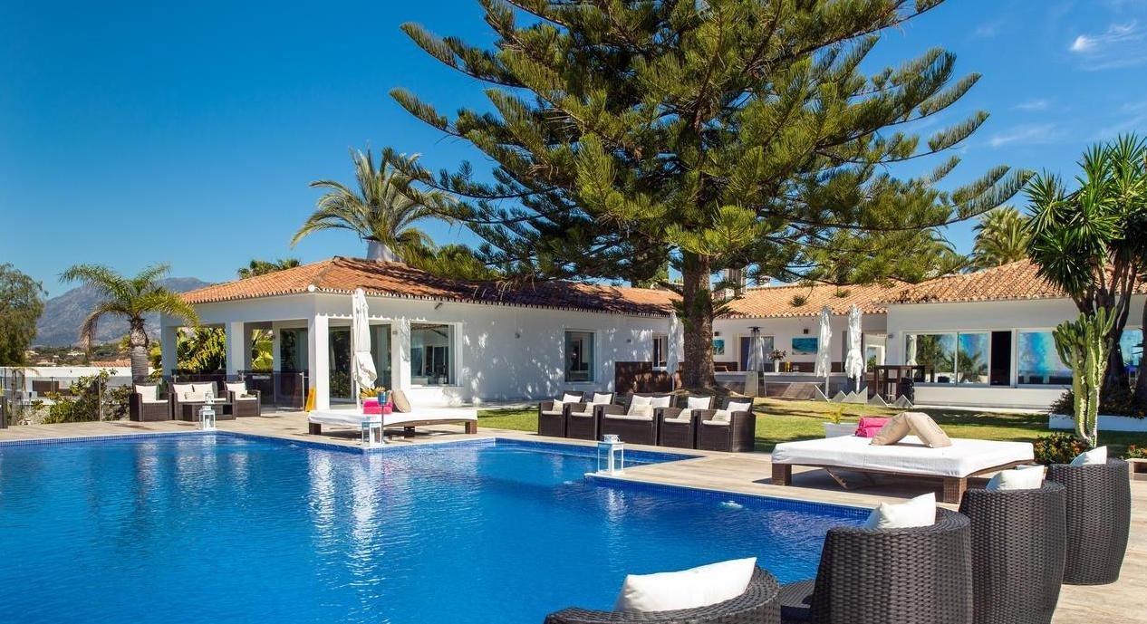 Villa à louer à Marbella, Elviria
