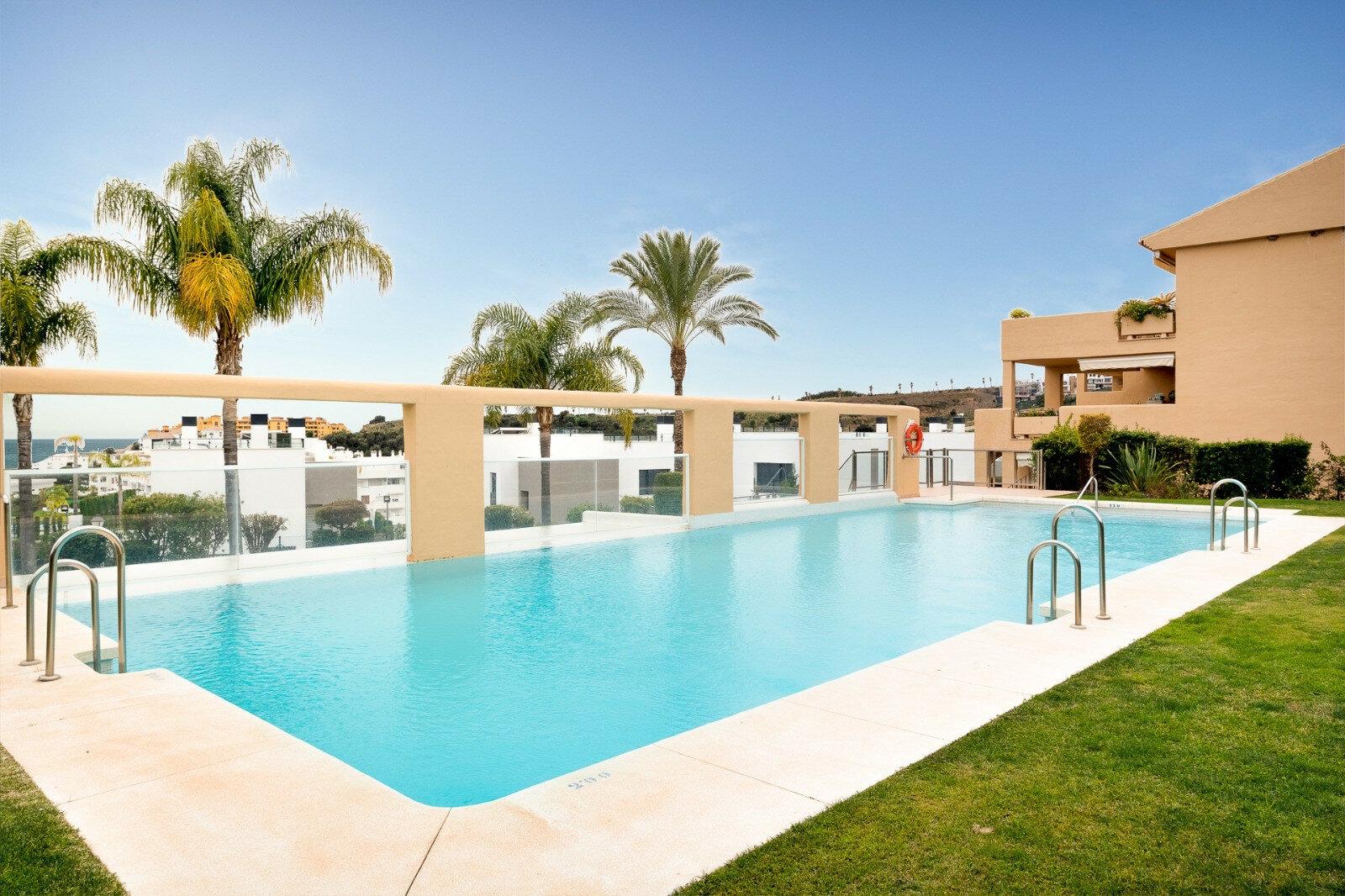 Penthouse till salu i Estepona, La Resina Golf