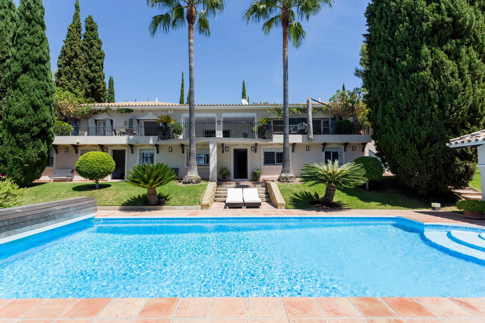Villa till salu i Benahavis, Puerto del Almendro