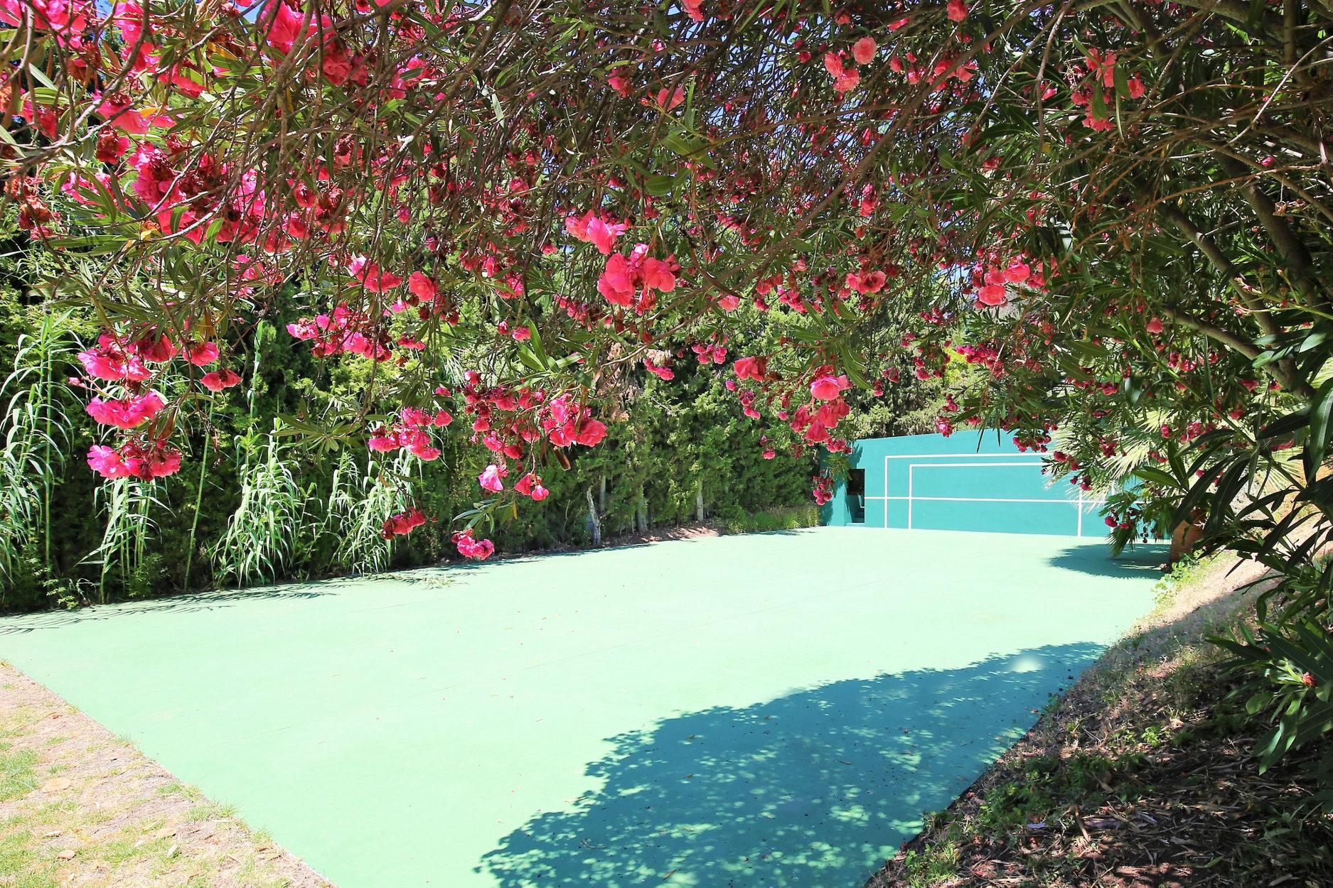 Villa For Sale in La Carolina, Marbella Golden Mile