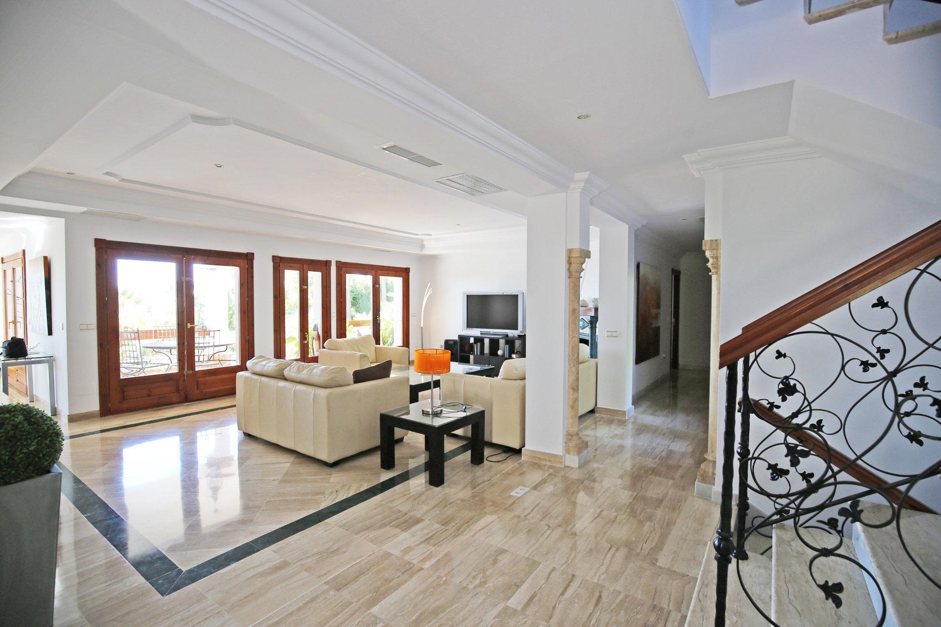 Villa for sale in Benahavis, Los Flamingos Golf