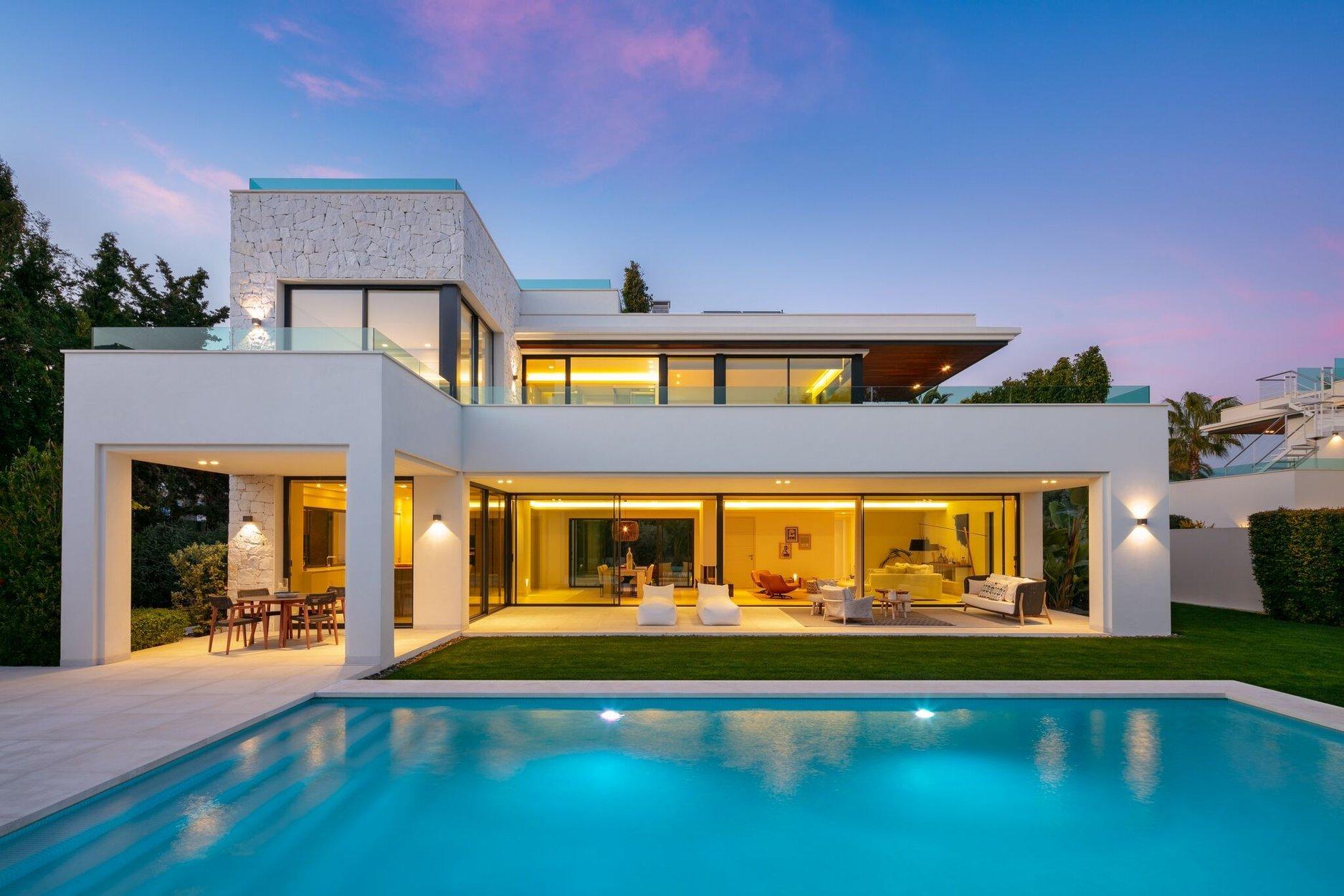 Villa for sale in San Pedro Alcantara, Casasola