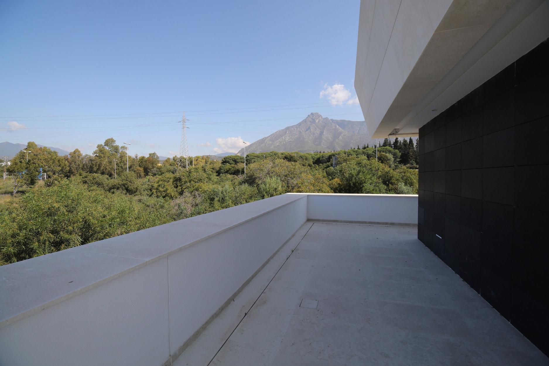 Villa For Sale in Altos de Puente Romano, Marbella Golden Mile