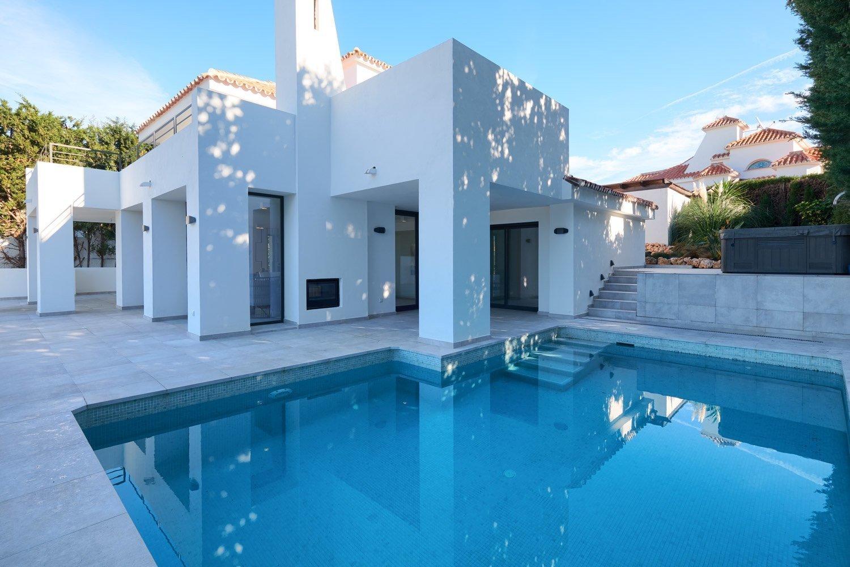 Villa for sale in Marbella, Las Lomas de Nueva Andalucia