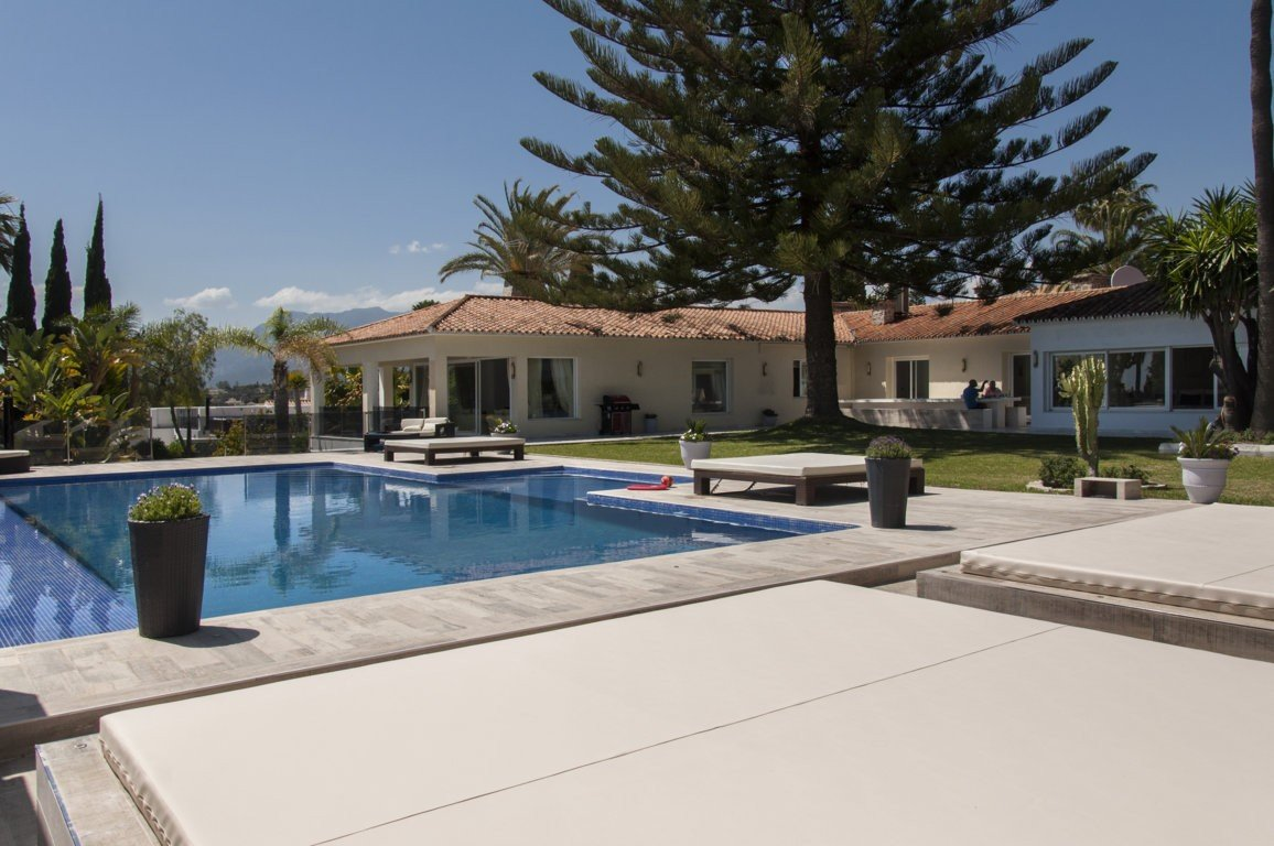 Villa for rent in Elviria