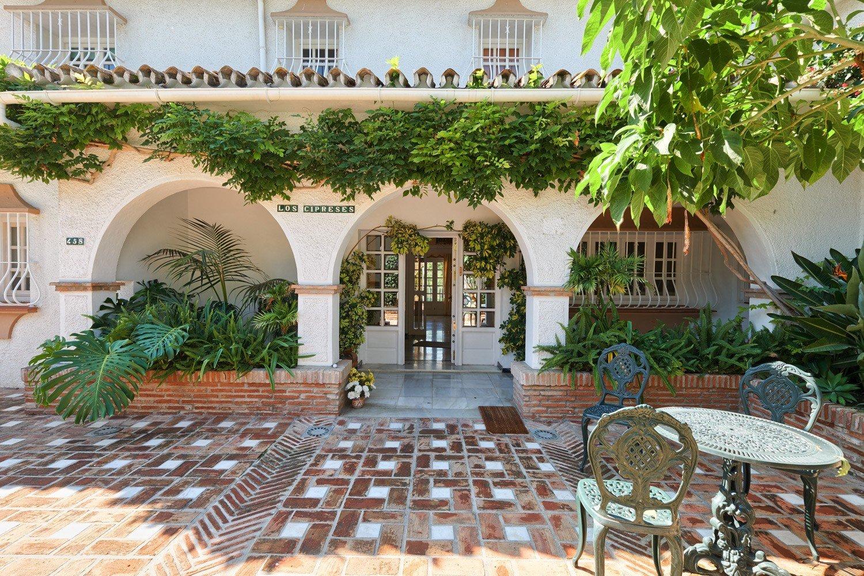 Villa for sale in Guadalmina Alta