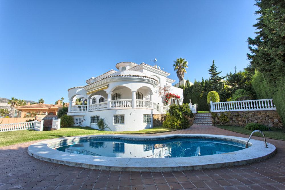 Villa for sale in Torrequebrada