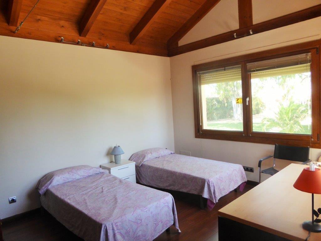 5 bedroom, 3 bathroom Villa for sale in New Golden Mile, Estepona ...