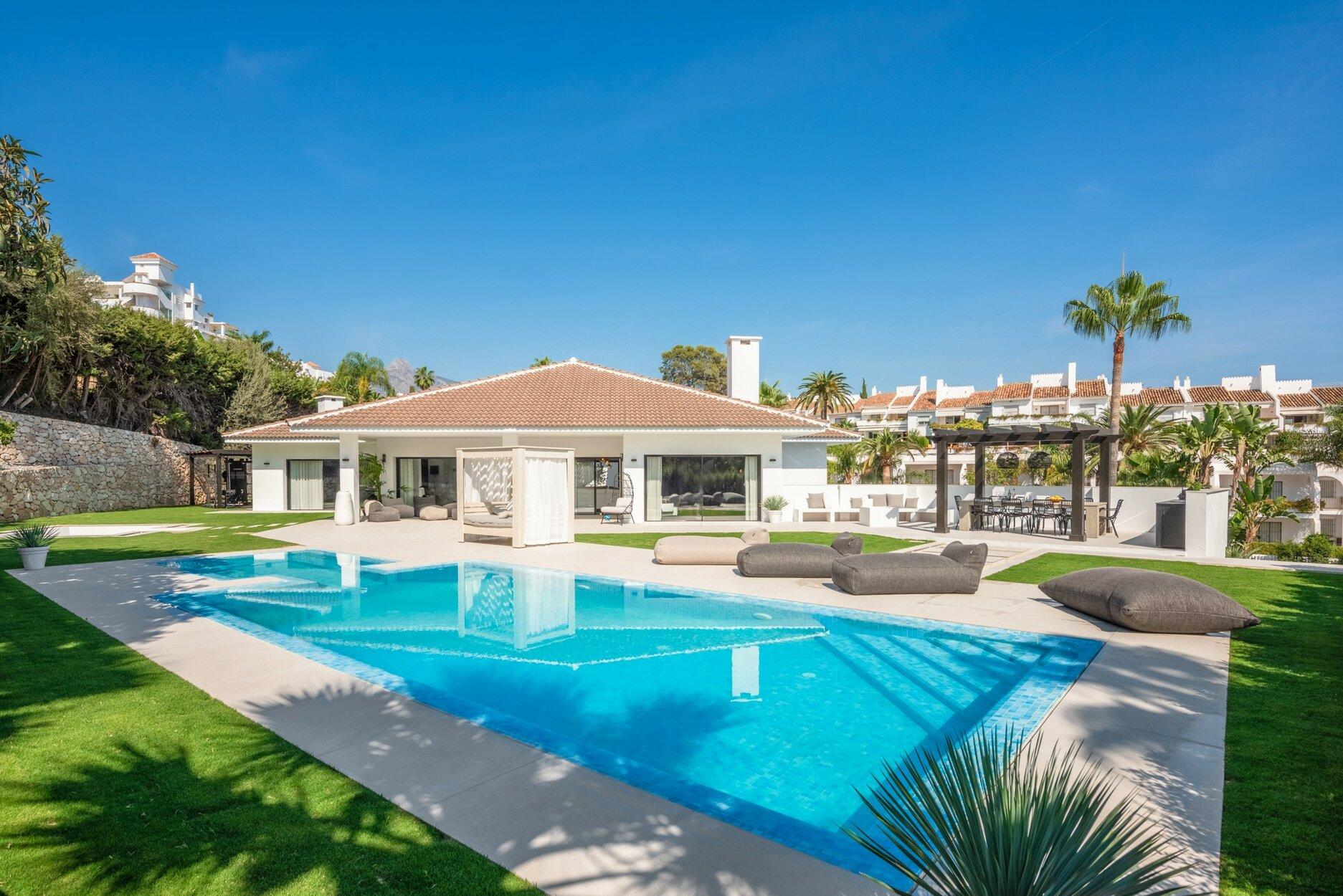Villa for sale in Marbella, Puerto Banus