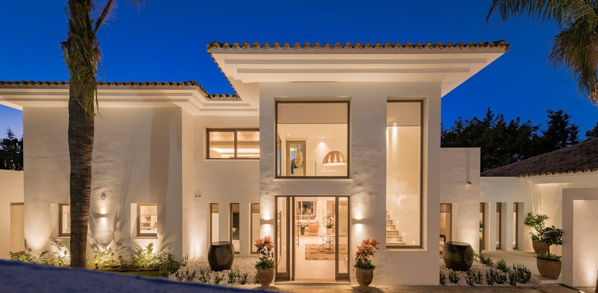 Villa for sale in Estepona, El Paraiso