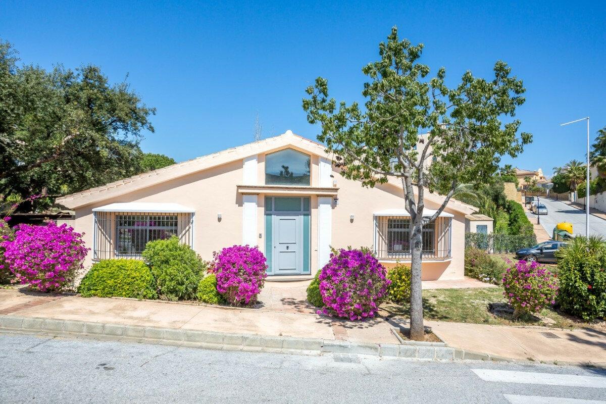 Villa for sale in Marbella, El Manatial