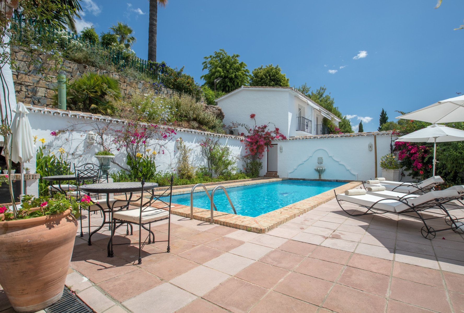 Villa for rent in Benahavis
