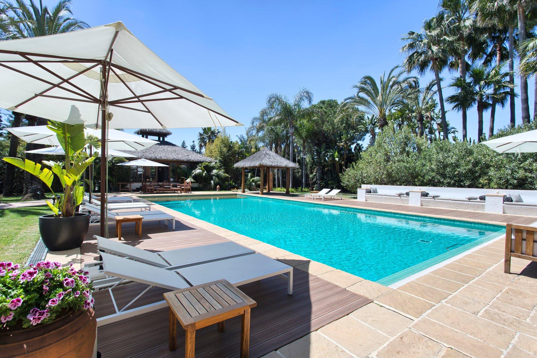 Villa for sale in San Pedro Alcantara, Guadalmina Baja