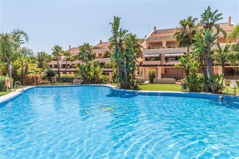 Penthouse till salu i Marbella, Nueva Andalucia