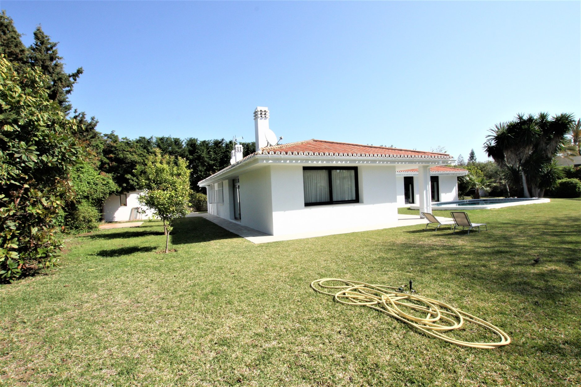 Villa for rent in Guadalmina Baja