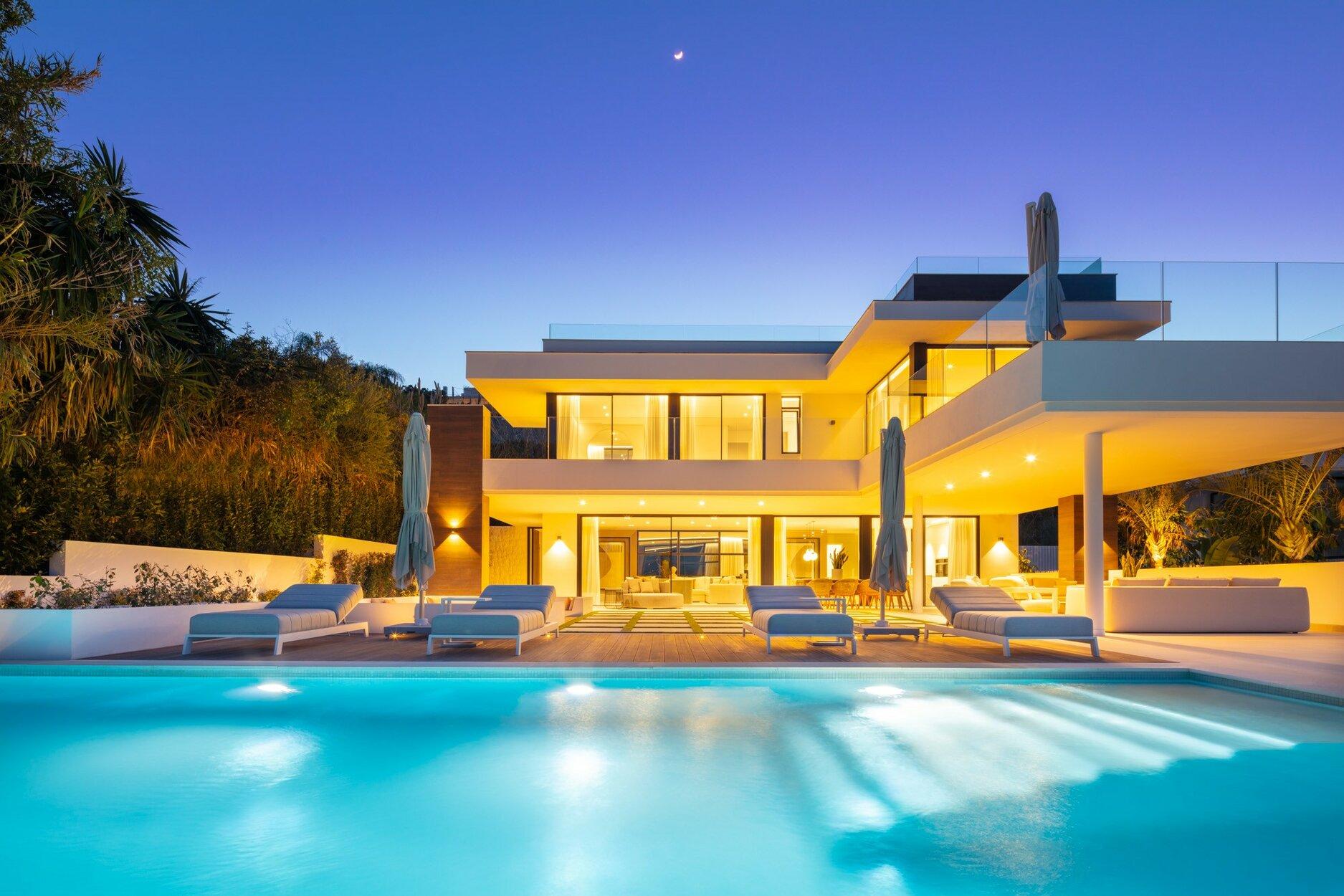 Villa for sale in Marbella, Nueva Andalucia