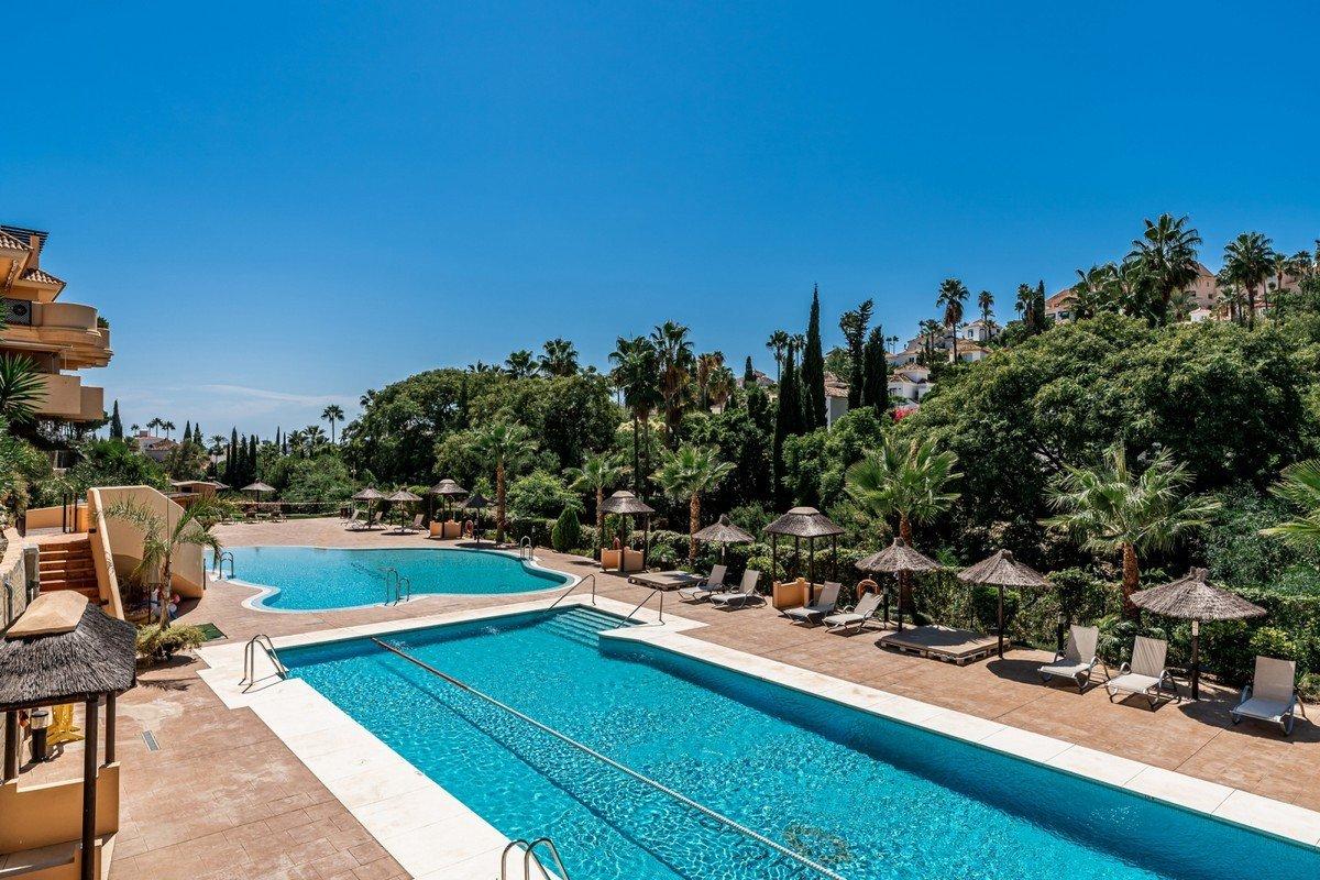 Apartment for sale in Marbella, Aloha Hill Club