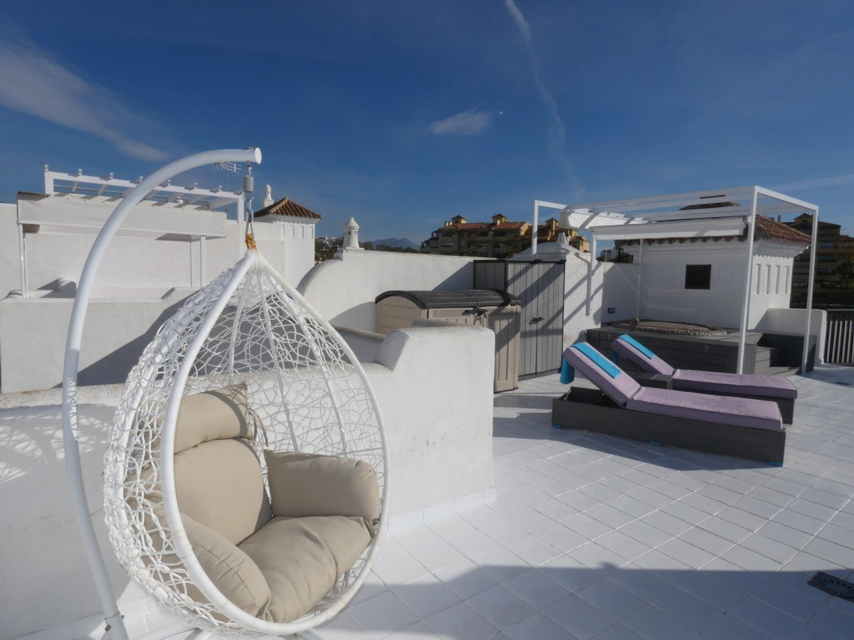 Apartment for sale in Estepona, Selwo