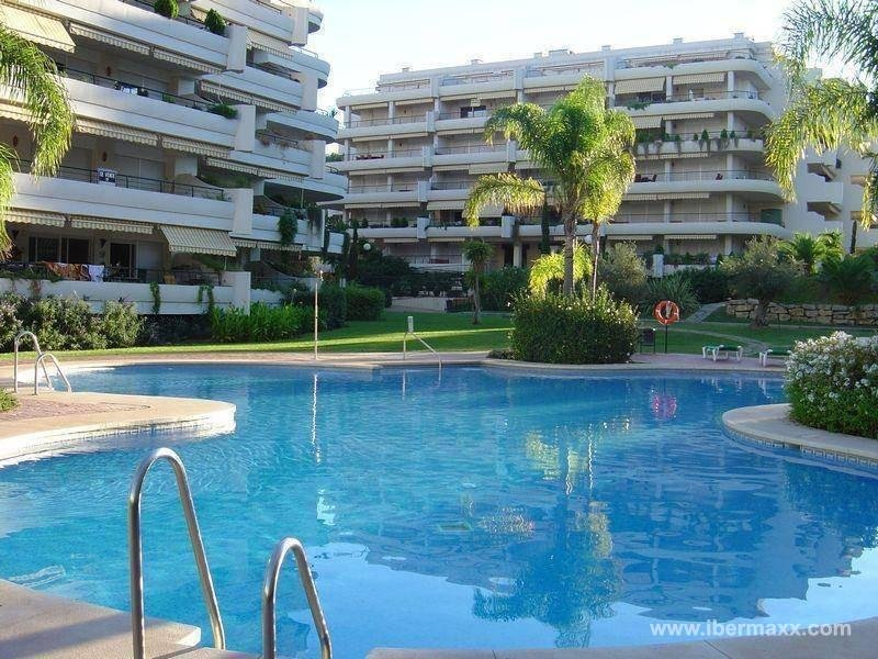 Apartment for rent in Guadalmina Alta