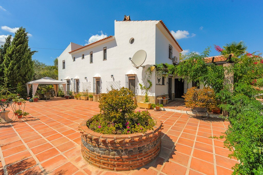 Country house for sale in Pizarra
